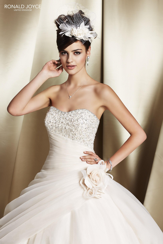 Menyasszonyi és alkalmi ruhák dec1f111d3